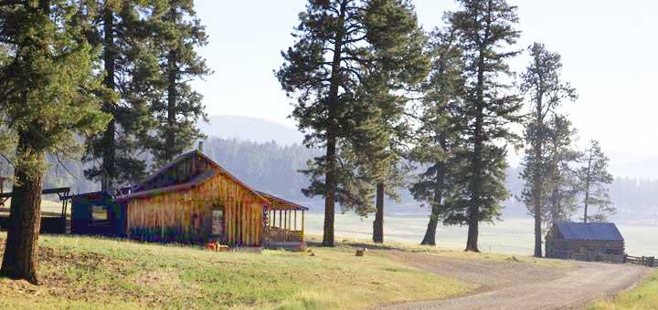 http://closeupfaraway.tumblr.com/post/53482434223/for-all-you-longmire-fans-looks-like-walts-cabin